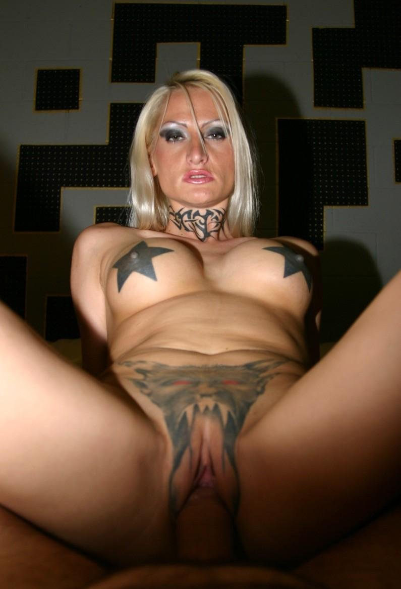 Slut blonde mature covered with tattoos taking a big cock ...