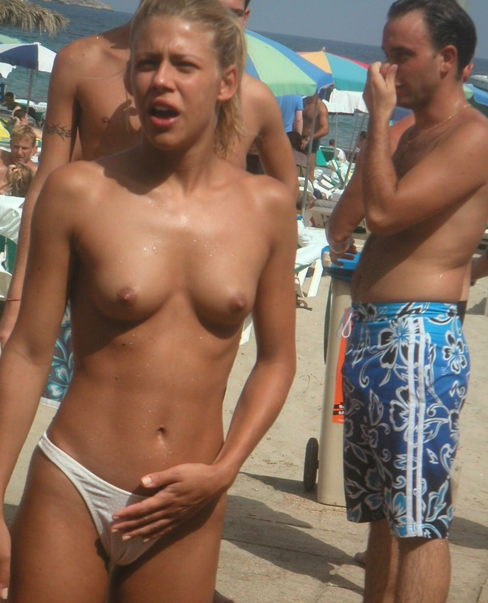 Amateur naked and showing everything at the nude beach 5