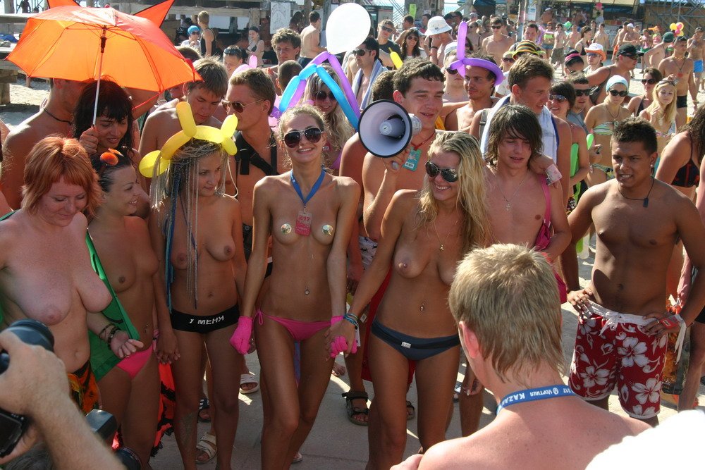 Horny crowd getting in touch with topless cute babes